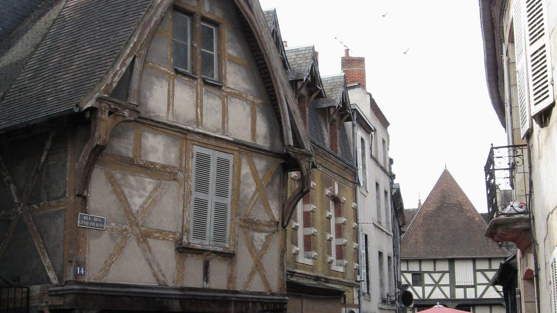 Comment séjourner à tarifs réduits à Montluçon ?